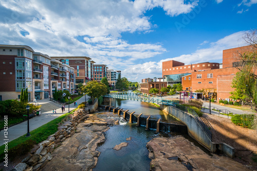 Photo Stands Cappuccino View of the Reedy River, in downtown Greenville, South Carolina.