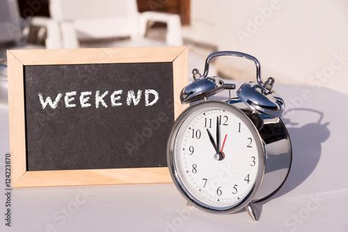 Plakat Weekend i budzik