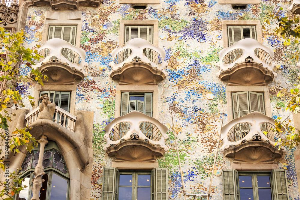 5866175409 Fotografía Casa Batllo by Antoni Gaudi in Barcelona
