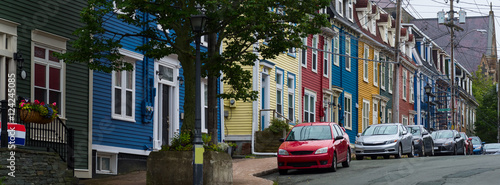 Fotografia Colorful homes and cars in St.John's, Newfoundland