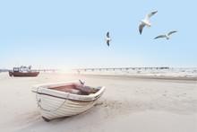 Schönes Strandbild Mit Booten...