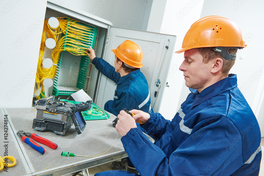 Fototapety, obrazy: internet connection. fiber optic cable splice machine in work