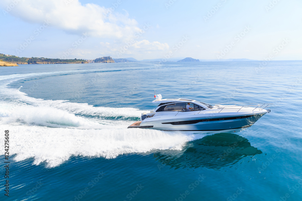Fotografia luxury motor boat, rio yachts italian shipyard, aerial view