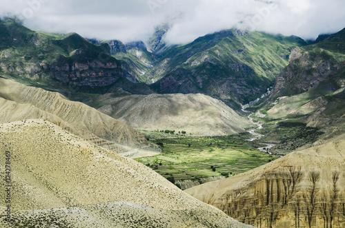 Papiers peints Campagne Beautiful mountain landscape;Ghemi village upper mustang nepal