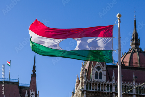 Valokuva  Hungarian Revolution of 1956's flag before Hungarian Parliament