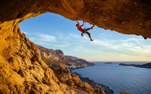 Male Climber On Overhanging Ro...