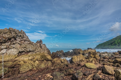 Spoed Foto op Canvas Blauwe hemel The beautiful seaside rocks at Kung Wiman, Chanthaburi, Thailand.
