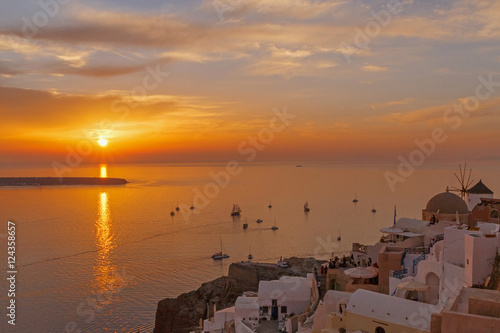 Fotografie, Obraz landscape with sunset in Oia on Santorini