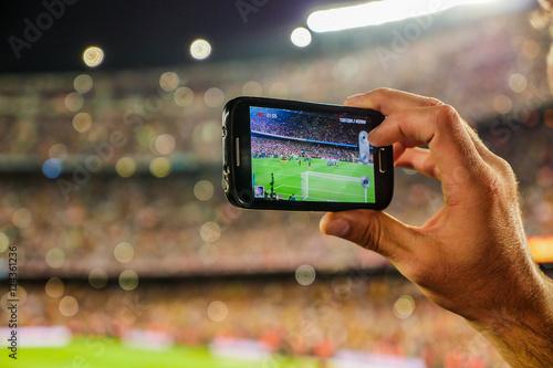 Cel nagrywania drużyny kibiców z kamerą do telefonu komórkowego.