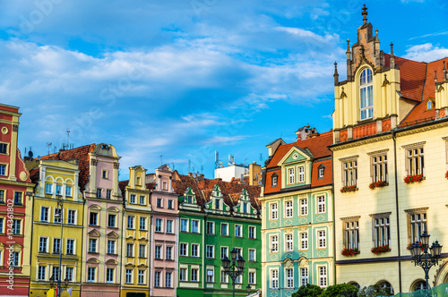 Photo Stands Colorful Houses on the Market square in Wroclaw, Poland