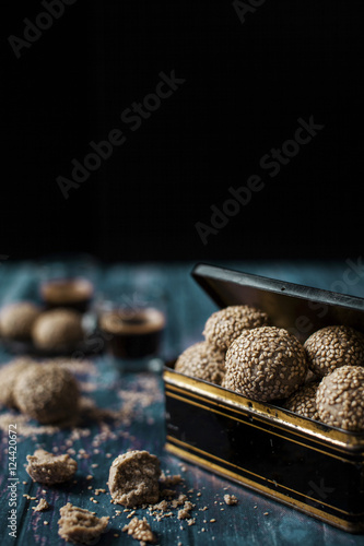Foto op Canvas Retro Tahini cookies. Set on a vintage wooden table