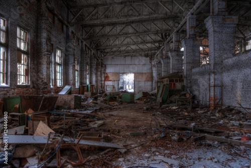 Papiers peints Les vieux bâtiments abandonnés Dilapidated workshop of the abandoned factory. HDR.