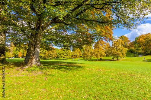 Fototapety, obrazy: Monopteros im Herbst, München –Englischer Garten