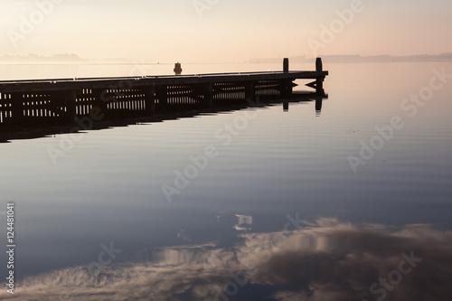 Tuinposter walkway on lake