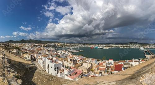 Poster Weite Sicht über Ibiza Stadt