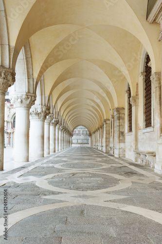 Fototapety, obrazy: Archway underneath the Doge's Palace in San Marco Square (Venice, Italy). Vertically.
