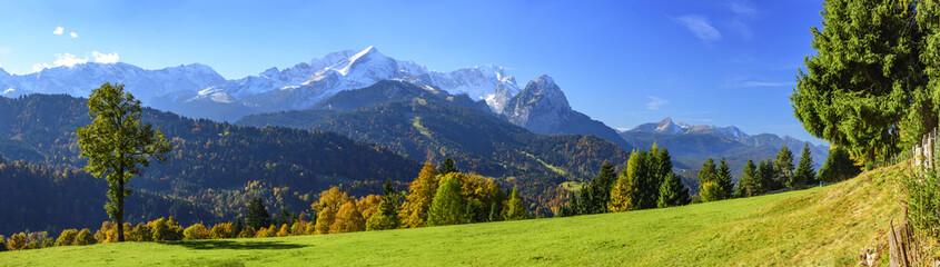 Herbstliche Natur in Oberbayern bei Garmisch-Partenkirchen