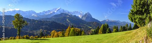 Fototapeta Herbstliche Natur in Oberbayern bei Garmisch-Partenkirchen obraz