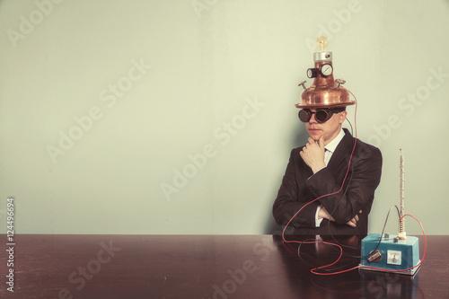 Fotografía  Vintage businessman sitting at office desk