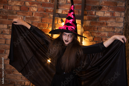 Türaufkleber Gondeln Happy witch children at Halloween party. funny child girl in witch costume for Halloween