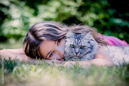 Fotografia  Fillette et chat, une histoire d'amitié