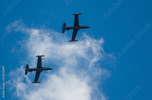 Valokuvatapetti Flight training with MB339
