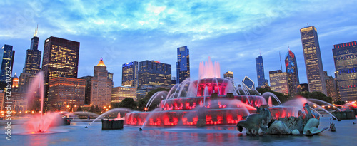 Poster Chicago Chicago skyline and Buckingham Fountain at night