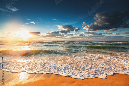 Poster Bleu nuit Beautiful cloudscape over the sea