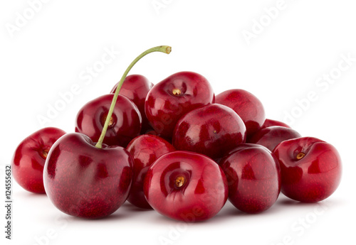 Montage in der Fensternische Kirschblüte cherry berries pile isolated on white background cutout