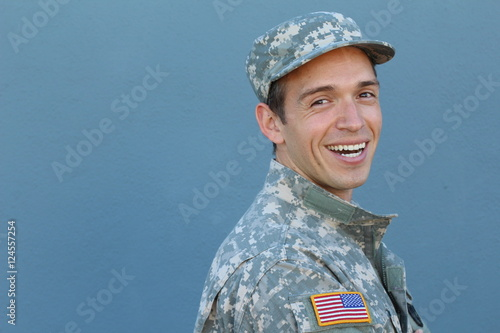 Photo  Happy healthy ethnic army male soldier