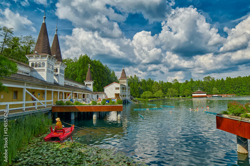 Photo  Heviz Thermal Lake with Hot Water in Hungary