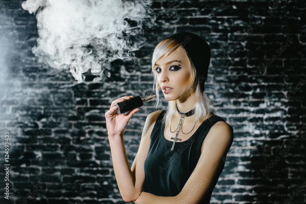 hot girl kouření