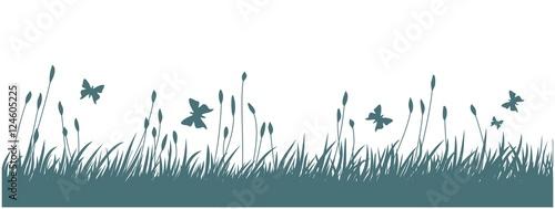 Krajobraz z trawą i motylami.