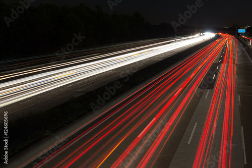Tuinposter Nacht snelweg highway traffic lights at night