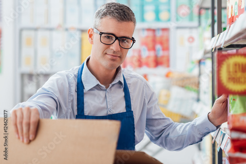 Plakat Supermarket urzędnik w pracy