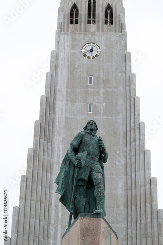 Fotografia, Obraz  Iconic Lutheran Church in Reykjavik