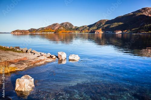 Foto auf AluDibond Skandinavien Coastal Norwegian landscape Snillfjord