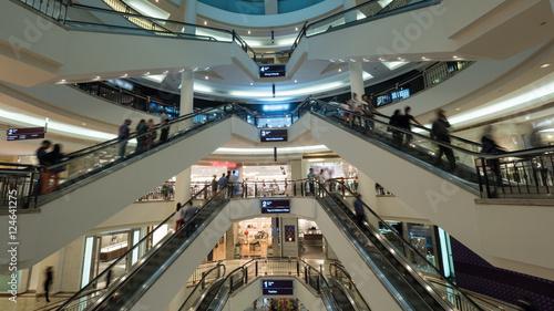 Fotografía  Big light multistorey shopping mall