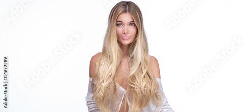 Fotografía  Portrait of natural blonde woman.