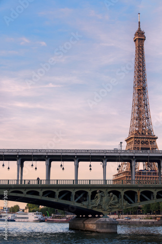 Foto op Canvas Parijs Eiffel Tower seen from the Seine
