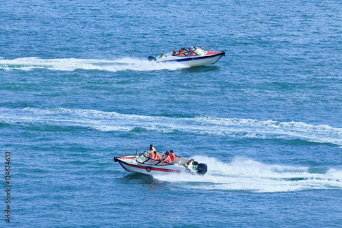 Keuken foto achterwand Water Motor sporten Speed boats passing each other in a blue sea