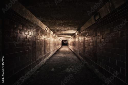 Papiers peints Tunnel Empty underpass tunnel at night