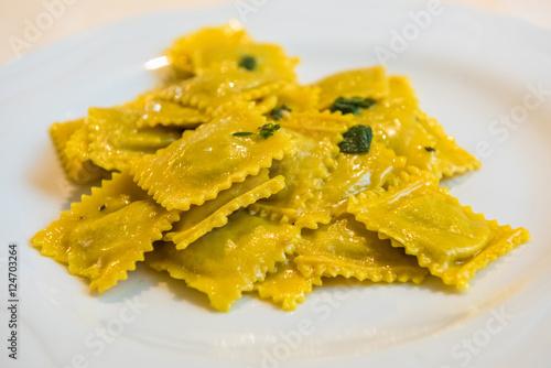 Fotografía  Handmade agnolotti, type of ravioli, typical Italian egg pasta f