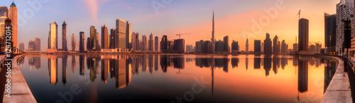 Fototapeta Panoramiczny widok biznesu zatoka i centrum miasta Dubaj przy wschodem słońca, UAE