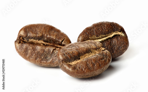 Café en grains roasted coffee beans. macro