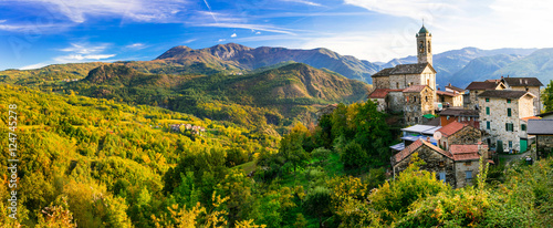 Poster Campagne Pictorial small village in mountains - Castelcanafurone, Emilia-Romagna, Italy