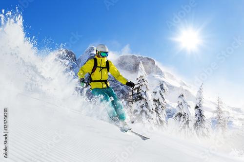 Skier on piste running downhill Fototapet