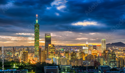 фотография  Dramatic urban cityscape of Taipei with famous landmark, 101 skyscraper under am