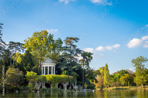 Photo sur Toile Paris Temple of Love in the Vincennes Forest