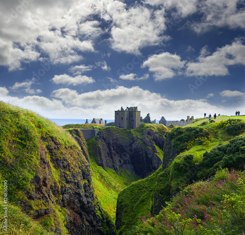 Photo Dunnottar Castle in Stonehaven, Aberdeen, Scotland, United Kingdom